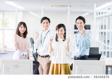사무실에서 승리의 포즈 사업 직원 38266876