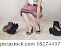 选择鞋子的妇女 38274437