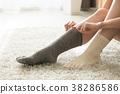 ผู้หญิงญี่ปุ่นหน้าตาเย็นที่สวมถุงเท้าซ้ำแล้วซ้ำอีก 38286586