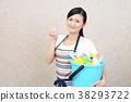 一个女人用清洁工具 38293722