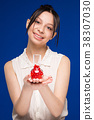 Girl with capsules 38307030