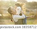 父母和孩子在公园里玩 38358712