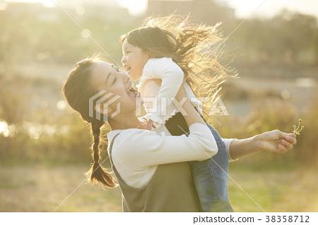 妈妈 父母身份 父母和小孩 38358712