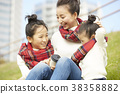 父母身份 父母和小孩 坐 38358882
