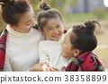 父母身份 父母和小孩 坐 38358899