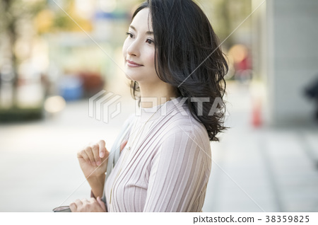 职业女性肖像 38359825