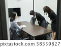 女人採訪圖像 38359827