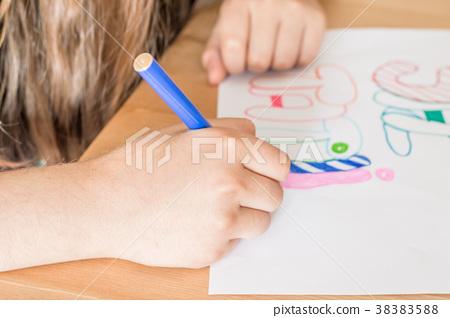 "Girl writing ""Summer Vacation"" using felt-tip pen 38383588"