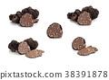Black truffles and oak leaves. 38391878