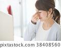 累了的眼睛的女商人在辦公室工作的年輕女子 38408560