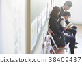 父母身份 父母和小孩 坐 38409437