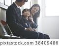 수험 면접을 기다리는 부모와 자식 38409486