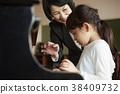 音乐室的老师和学生 38409732