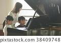 音乐室的老师和学生 38409748
