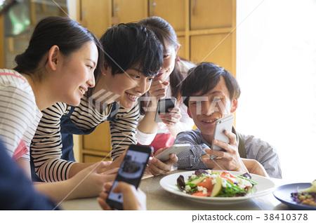 拍攝食物的男女 38410378