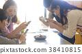 요리를 촬영하는 남녀 요리 교실 38410815
