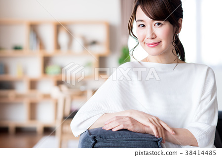young woman 38414485