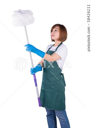 家庭主妇使用拖把清洁高处 38426211
