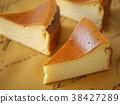단순 구운 치즈 케이크 절단 조각 (가로 하이 앵글) 38427289