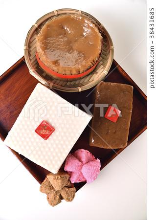 中國過年元素特色食材-年糕,糕點,年節氣氛 38431685