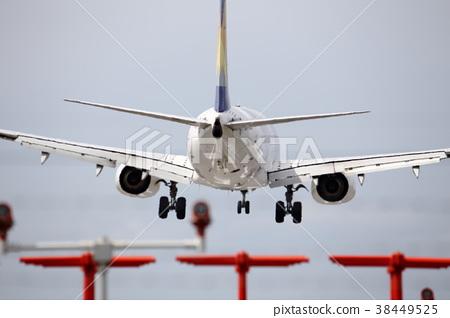Rear view of a passenger plane 38449525