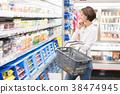 쇼핑을하는 젊은 여성 38474945