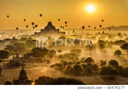 Scenic sunrise above Bagan in Myanmar 38476177
