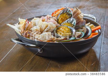 seafood cuisine 38483586