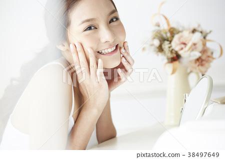 Female beauty image 38497649