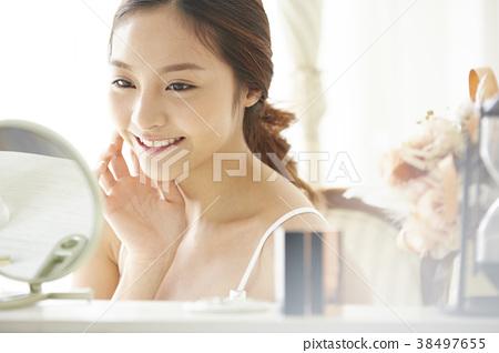 Female beauty image 38497655