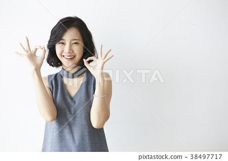 女模特的姿勢 38497717