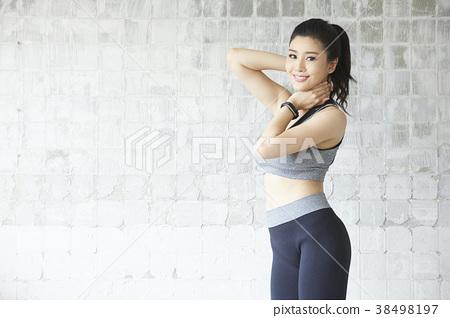 女式運動服 38498197
