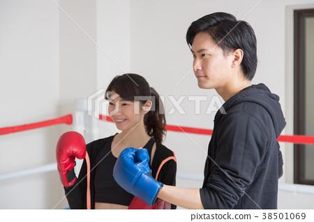 年輕男女(拳擊) 38501069
