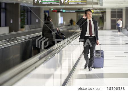 商人在機場 38506588