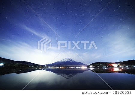 與山中湖的流星夜景 38520652