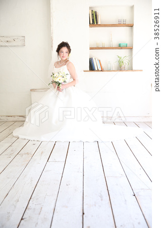 Cute bride 38526911