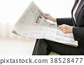 신문을 읽는 여성 38528477