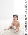 알몸으로 우는 7 개월 아기 38530287