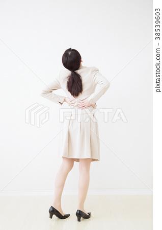 成熟的女人 一個年輕成年女性 女生 38539603