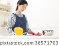 요리를하는 주부 38571703