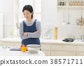 요리를하는 주부 38571711