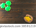 Patrick's day background with gingerbread clover 38591219