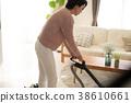 진공 청소기로 청소 주부 일본인 여성 38610661