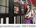 Female photographer in Naminoue Shrine. 38610686