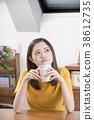 成熟的女人 一個年輕成年女性 女生 38612735