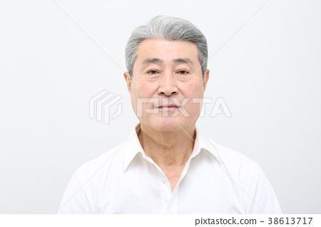 동양인 남자의 얼굴 무표정, 시니어, 중년, 노인, 클로즈업, 건강 38613717