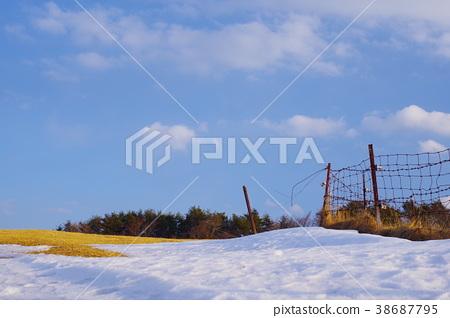 Ranch, snow, blue sky 38687795