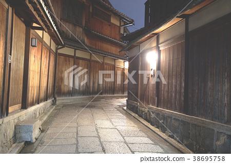 Japanese pagoda and house in  Kiyomizu Kyoto 38695758