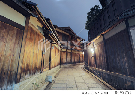 Japanese pagoda and house in  Kiyomizu Kyoto 38695759