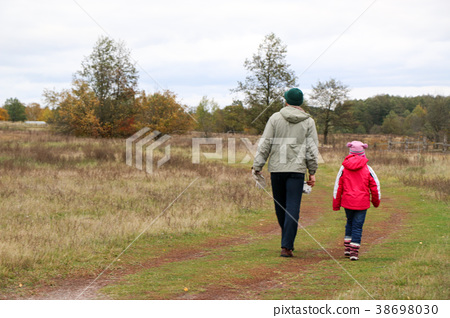 Young father playing with his daughter in a field 38698030